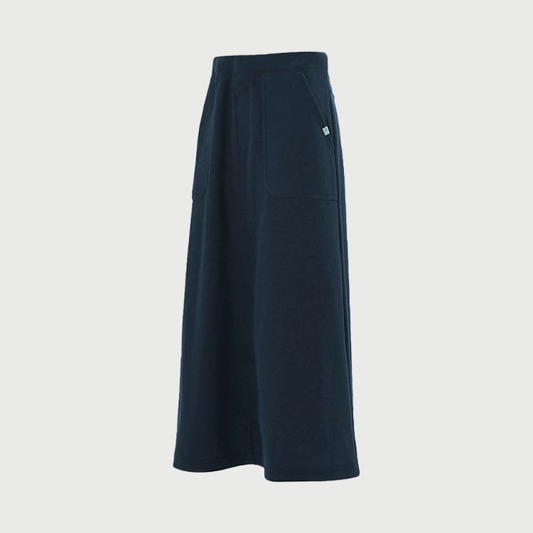 rona W's long skirt